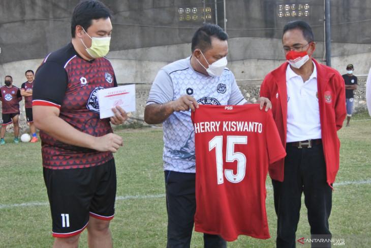 Hasil lelang jersey untuk tim sepak bola NTT tembus Rp100 juta