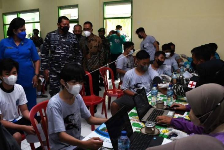 KSAL tinjau  vaksinasi COVID-19 untuk pelajar di Madiun