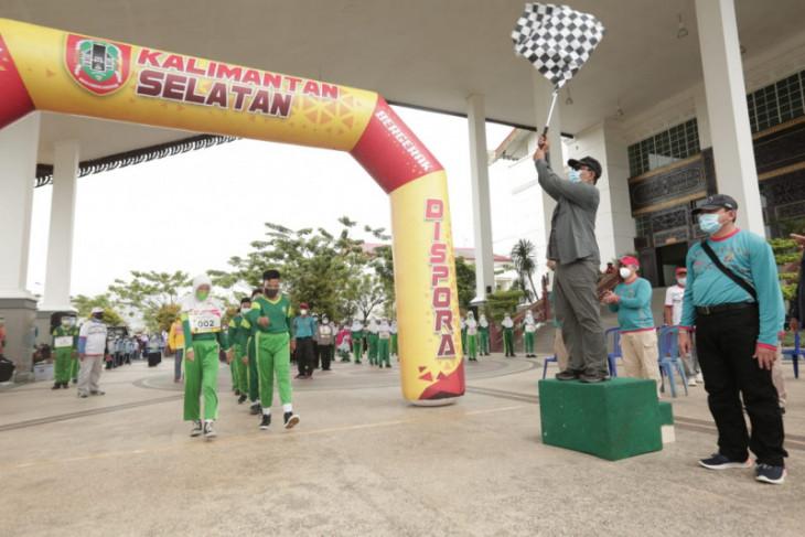 Gubernur Kalsel gairahkan olahraga pelajar dengan lomba gerak jalan