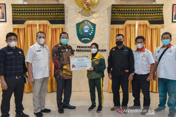 Atlit PON hoki asal Padangsidimpuan terima tali asih wali kota