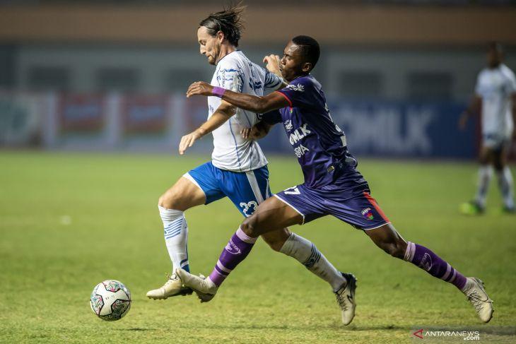 10 pemain Persita hanjar Persela 1-0