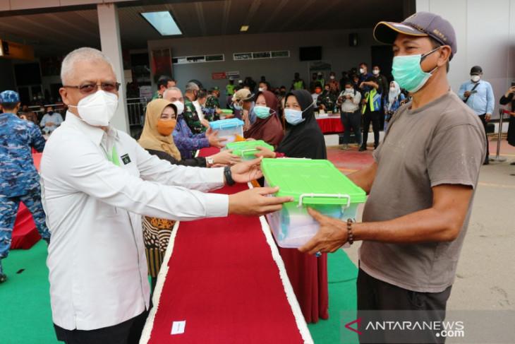 Berau Coal bagi obat dan makanan untuk warga terdampak COVID-19