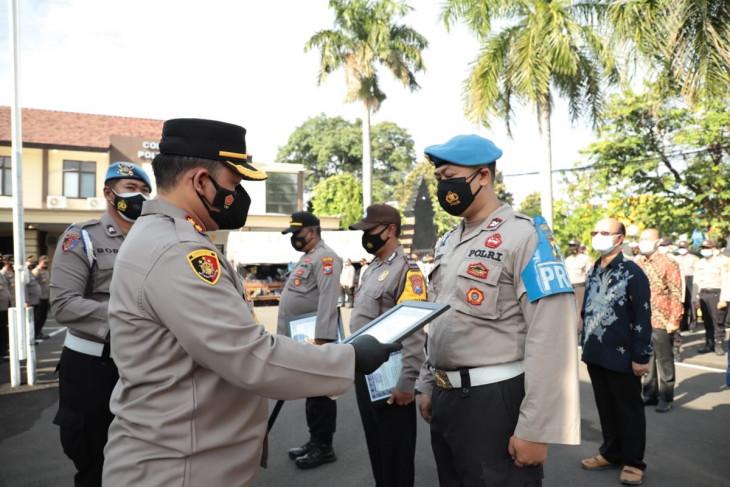 Polres Kediri Kota beri penghargaan anggota ikut tangani COVID-19