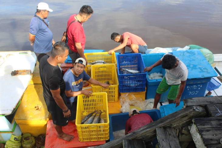 Change paradigm in fishery boat crew management regulation: DFW