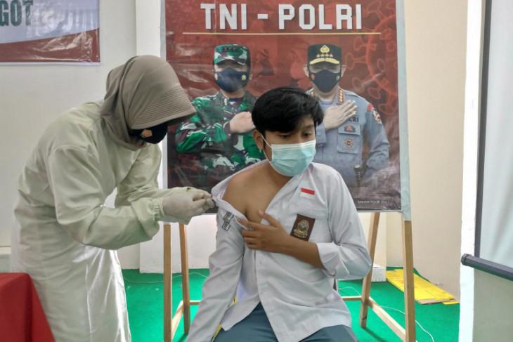 Polres Paser gelar vaksin bagi pelajar SMAN 1 Tanah Grogot