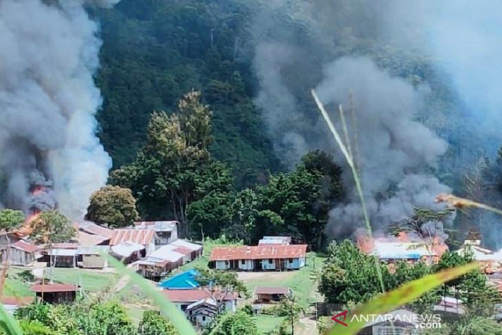 Kelompok kriminal bersenjata bakar fasilitas umum di Kiwirok