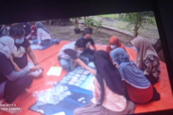 Siswa di Kabupaten Lebak kenalkan literasi permainan papan  gambar bahaya tsunami