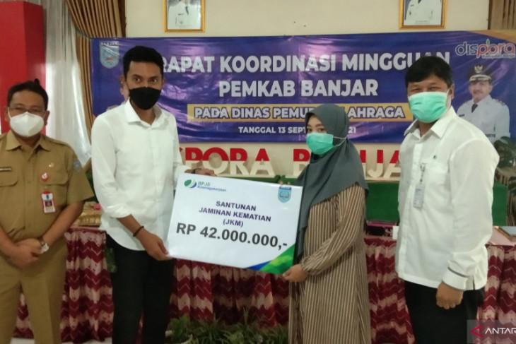 BPJS Ketenagakerjaan serahkan santunan jaminan kematian nonASN Pemkab Banjar
