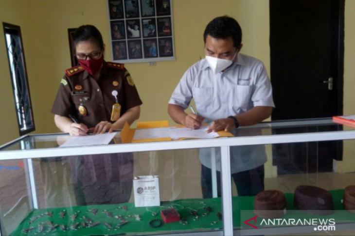 Pasarkan produk UMKM, PT Timah berikan etalase di kedai Adhyaksa Bangka Barat