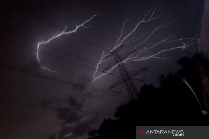 BMKG prakirakan hujan lebat dan petir berpotensi terjadi di Jakarta