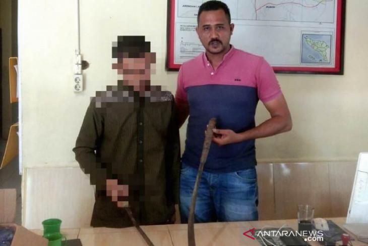 Polisi: Pelaku MZ mengaku terpaksa membacok pamannya untuk membela diri