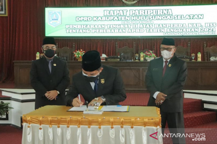 Enam fraksi DPRD HSS sepakati raperda APBD 2021 menjadi perda