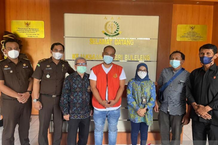 DJP Bali serahkan pengemplang pajak Rp1,3 miliar ke Kejari Buleleng