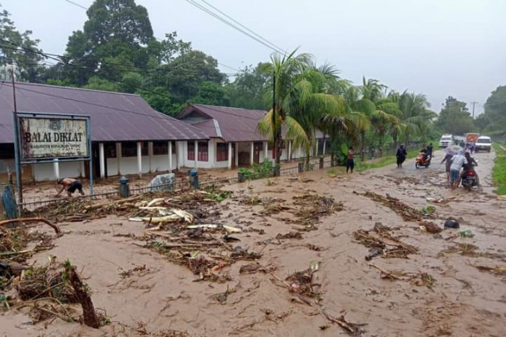 BPBD data kerugian material akibat banjir di Serui
