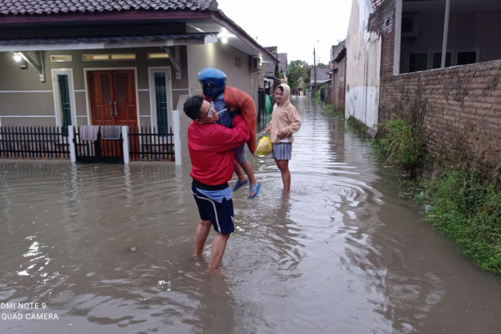 Banjir melanda permukiman warga di Rangkasbitung, Banten
