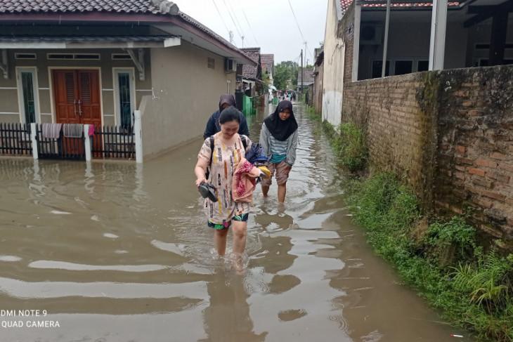 Sebanyak 1.162 rumah di Lebak terendam banjir dan seorang dilaporkan meninggal
