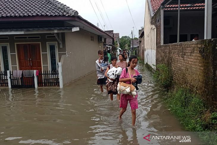 Bupati Lebak Iti Octavia  instruksikan BPBD dirikan dapur umum untuk korban banjir