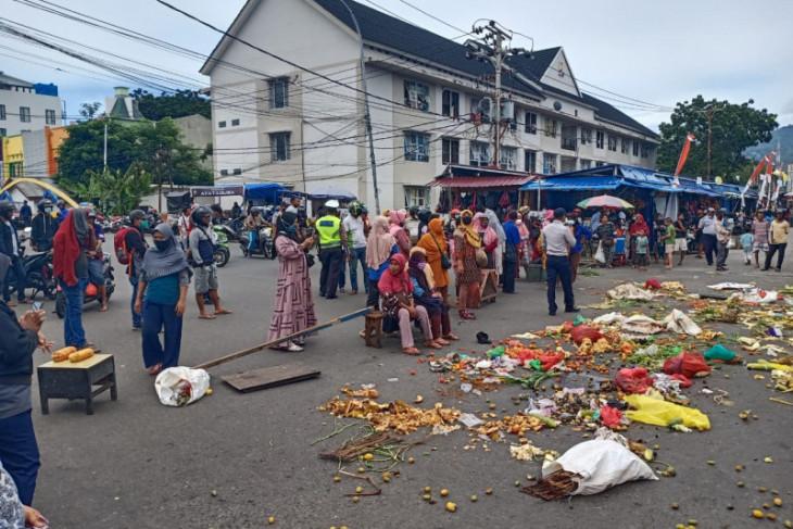 Pedagang Pasar Gamalama minta penempatan yang adil berlakukan aturan