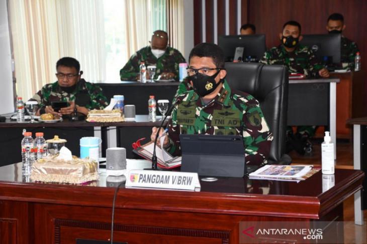 Vicon bersama Pangdam Brawijaya, Panglima TNI evaluasi penanganan COVID-19