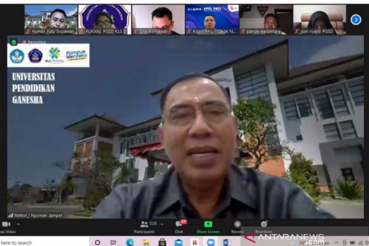 Rektor Undiksha: Guru harus adaptif karena didik generasi digital