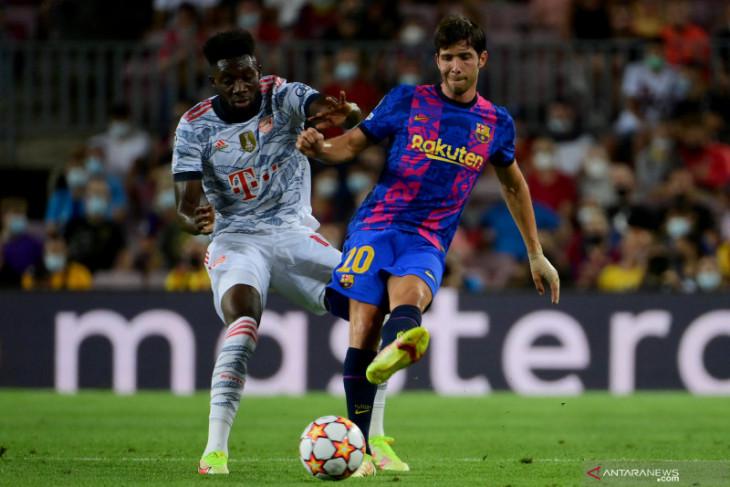 Pique merasa sedih dengar suporter Barca ejek Sergi Roberto
