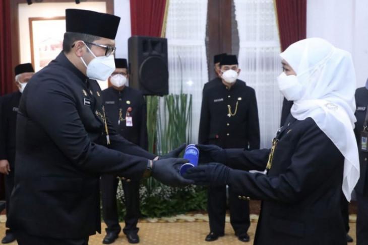 Gubernur Khofifah lantik 16 kepala OPD, sejumlah posisi masih dijabat pelaksana tugas