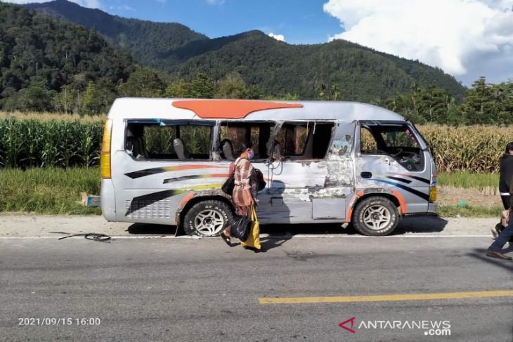 Dua warga Pahae Taput meninggal akibat truk bata tabrak bus di Toba