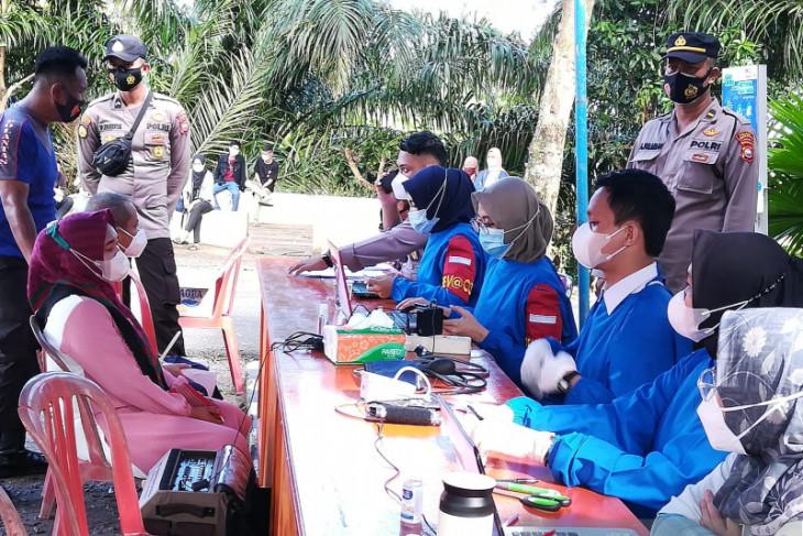 Puluhan warga ikuti vaksinasi COVID-19 di klinik Polres Mukomuko