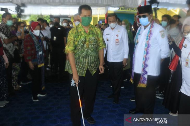 Menteri Sosial serahkan bantuan anak yang orang tuanya meninggal karena COVID-19