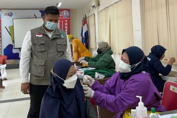 Bantu percepat kekebalan komunal, SEMMI Surabaya gelar vaksinasi di kampus IBMT