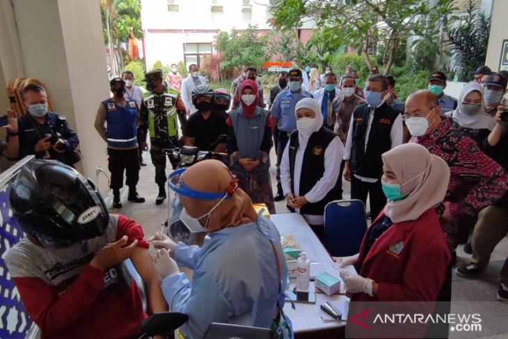 Gubernur Jatim apresiasi vaksinasi dengan lantatur di UMSurabaya