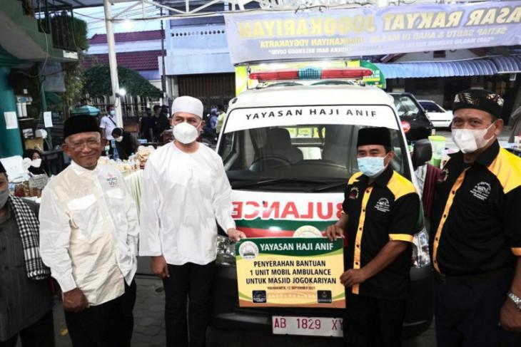 Musa Rajekshah serahkan ambulans bantuan Yayasan H Anif untuk Masjid Jogokariyan Yogyakarta