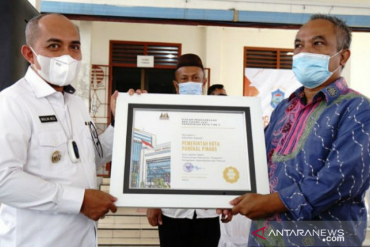 Wali Kota Pangkalpinang terima penghargaan dari BKN