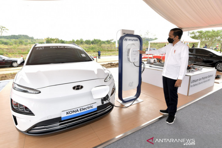 Presiden groundbreaking pabrik baterai hingga pariwisata Bali