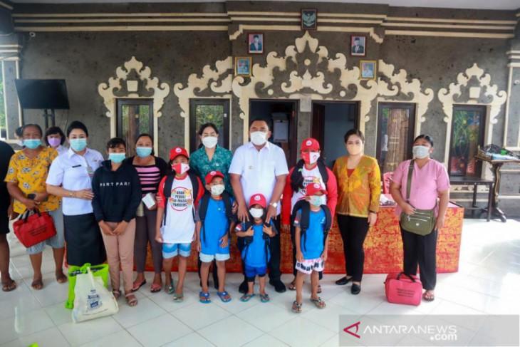 Pemkab Jembrana salurkan bantuan Kementerian PPPA