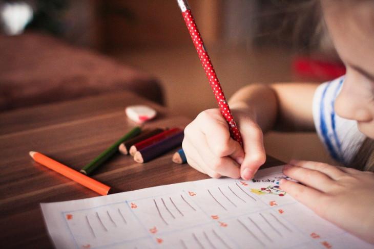 Dokter spesialis jiwa: Matikan TV dan HP agar anak konsentrasi belajar