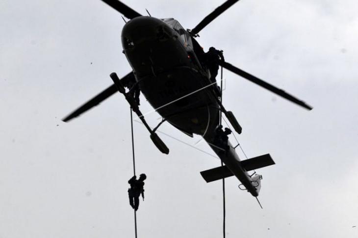 Latihan gabungan Brigif 4 Marinir/BS bersama Denjaka TNI AL