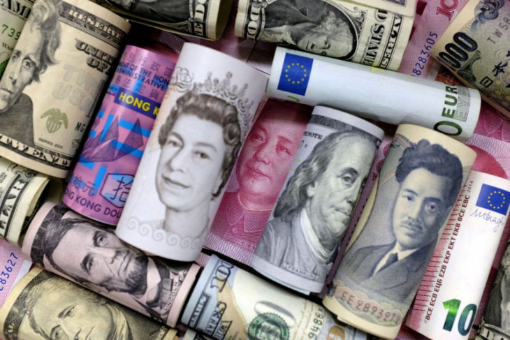Dolar Selasa pagi menguat, yuan jatuh di tengah kekhawatiran pengembangan Evergrande