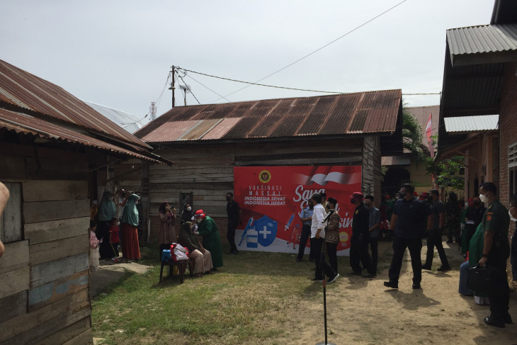 Vaksinasi pintu ke pintu bagian percepatan vaksinasi di Aceh