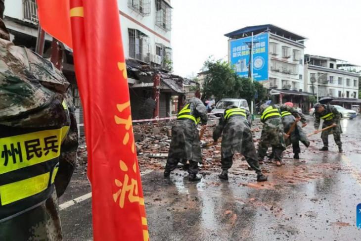 Tiga tewas akibat gempa dan  ribuan dievakuasi