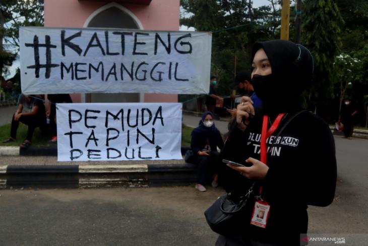 Aksi peduli korban banjir di Kalteng pemuda Tapin galang dana di jalan