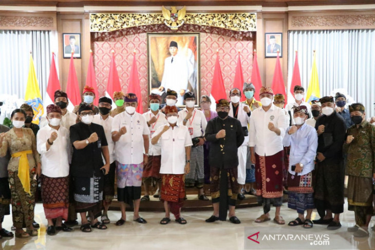 Gubernur Bali ajak komponen pariwisata solid dukung pemerintah wujudkan