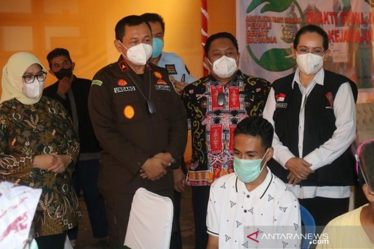 Ratusan warga antusias ikut vaksinasi massal Kejati Maluku