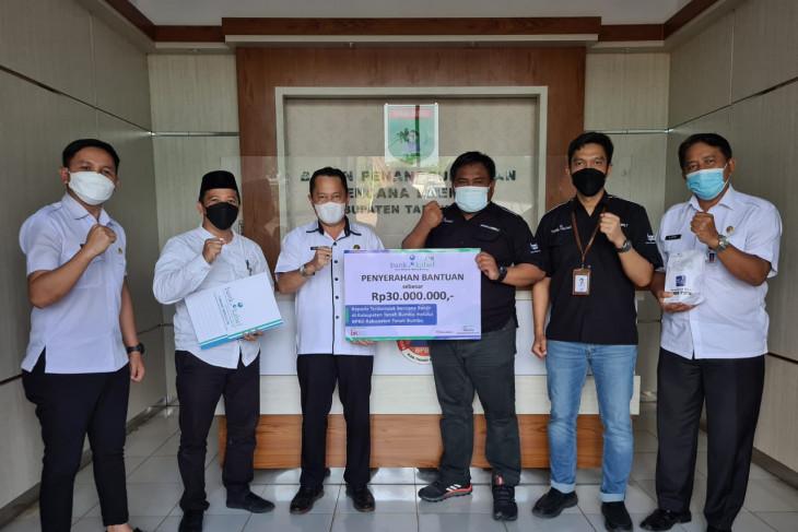Bank Kalsel Batulicin serahkan bantuan Rp30 juta kepada korban banjir