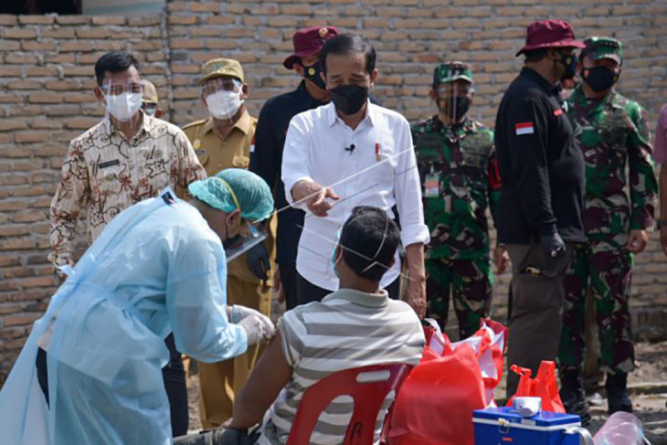 Presiden tinjau vaksinasi di Deliserdang