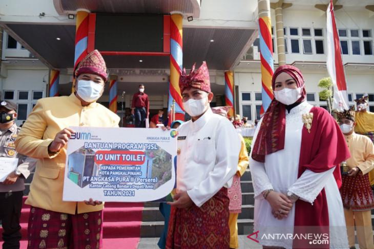 PT Angkasa Pura II bantu 10 unit toilet sehat ke Pemkot Pangkalpinang (Video)