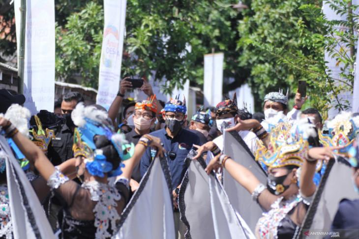 Tari Blekok Situbondo sambut kunjungan Menteri Sandiaga Uno