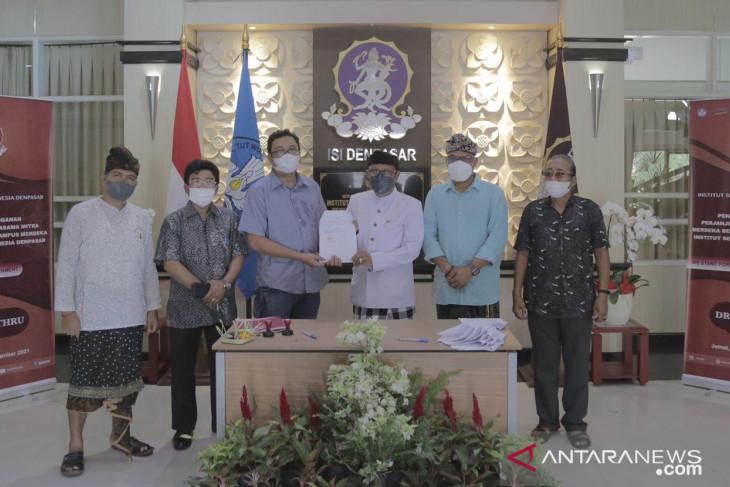 ISI Denpasar dan mitra tanda tangani SPK Merdeka Belajar secara lantatur