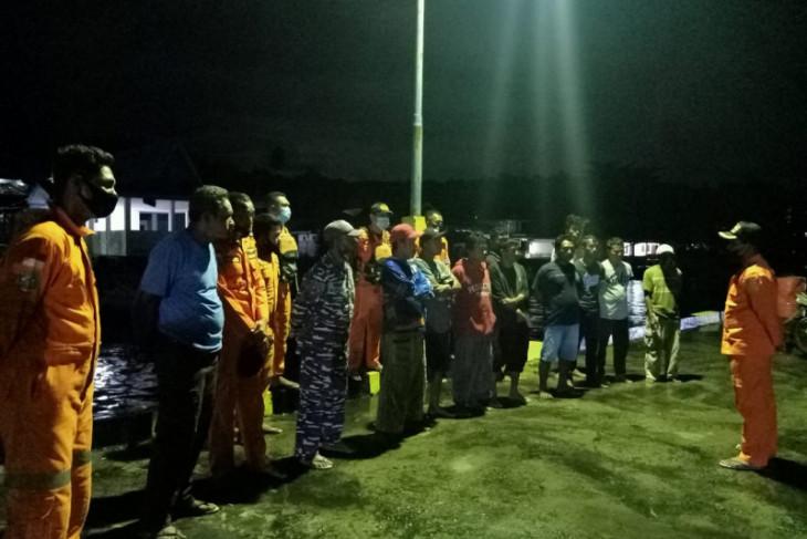 Tim SAR gabungan selamatkan penumpang longboat di perairan Halsel perhatikan peringatan BMKG