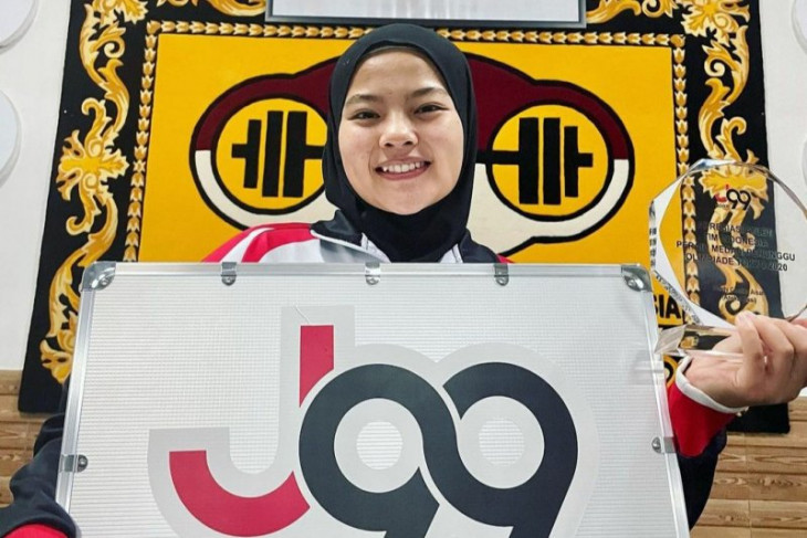 Meet Aisah, West Java's female weightlifter at PON 2021